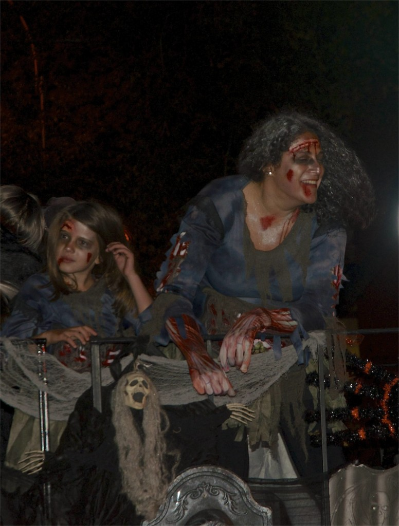 mother-daughter-zombies